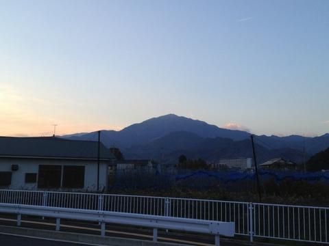 伊勢原市内から大山を望む