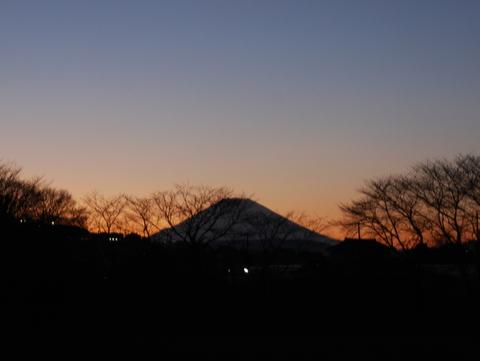富士山の見えるグランドで楽しむ