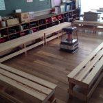 心あたたまる教室づくりとベンチ