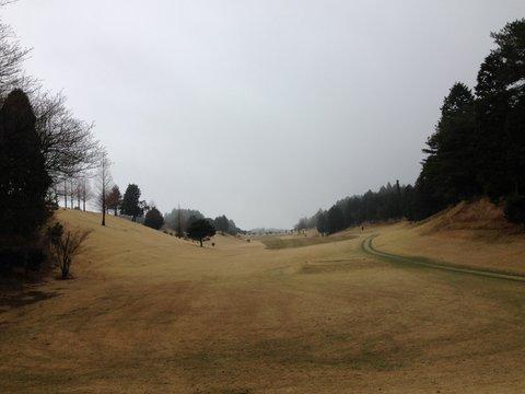 曇天のゴルフは難しい