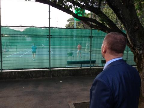 テニスコートには熱視線