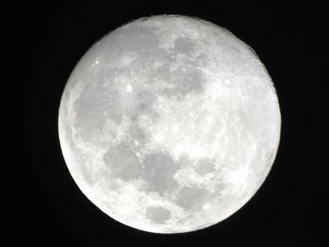 中秋の名月前夜をiPhoneと望遠鏡で撮る