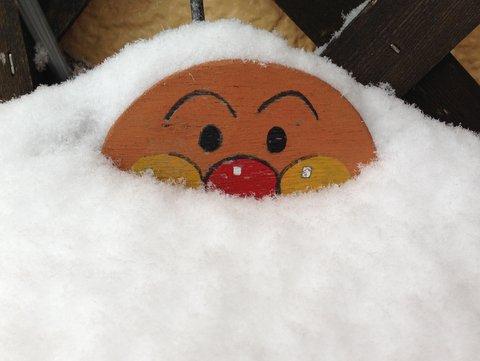 アンパンマンも埋もれる大雪