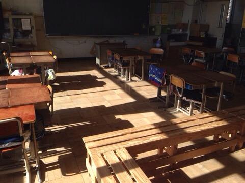 ベンチのある教室