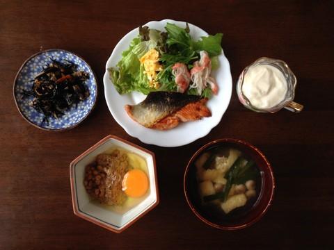 主食は納豆と卵