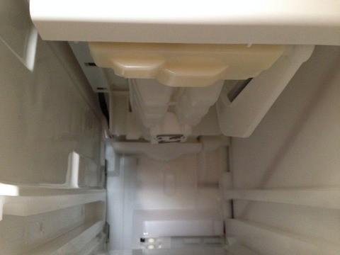 製氷皿は正常な位置へ