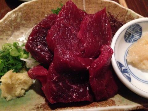 ミンク鯨を食べる