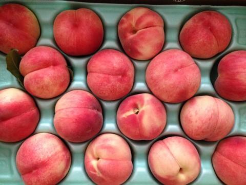 会津から桃が届いた
