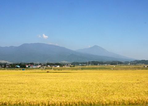 磐越西線から磐梯山を望む