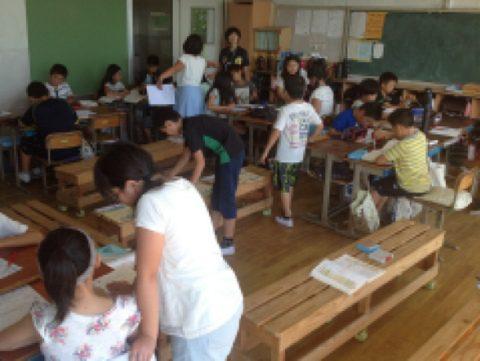 サークルベンチのある教室で