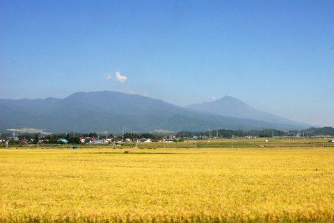 磐越西線から臨む磐梯山