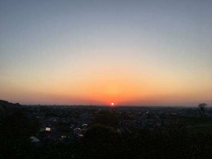 日の出を見に行く日曜日の朝ラン