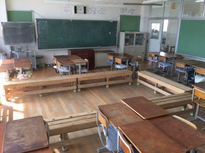 教室にベンチを置くだけ!