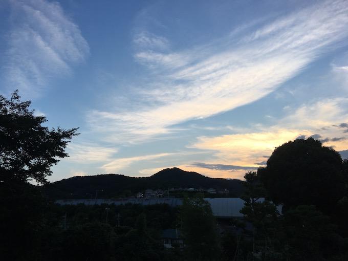 夕焼けと弘法山