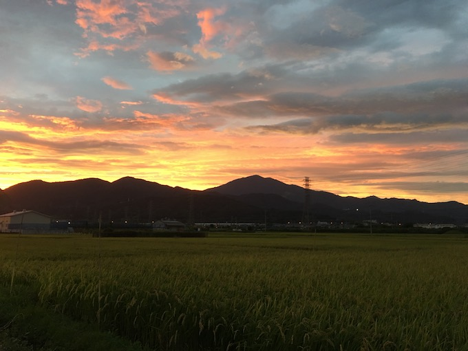 大山と夕焼け