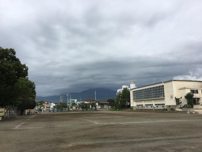 大山に雲がかかると雨