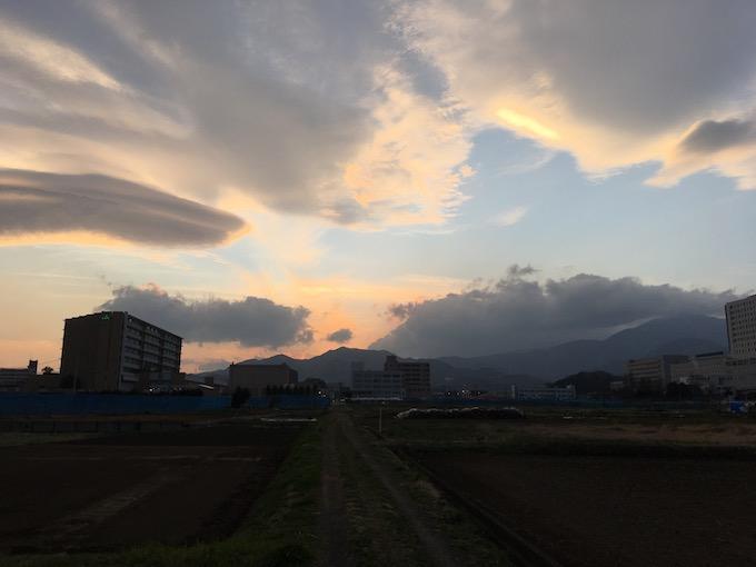 不思議な春の雲