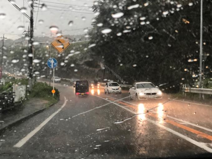 突然やって来る激しい雷雨