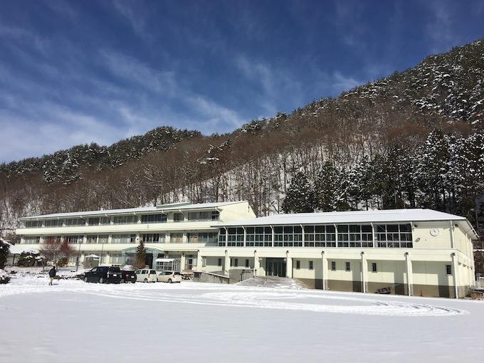 冬の旧佐久東小学校