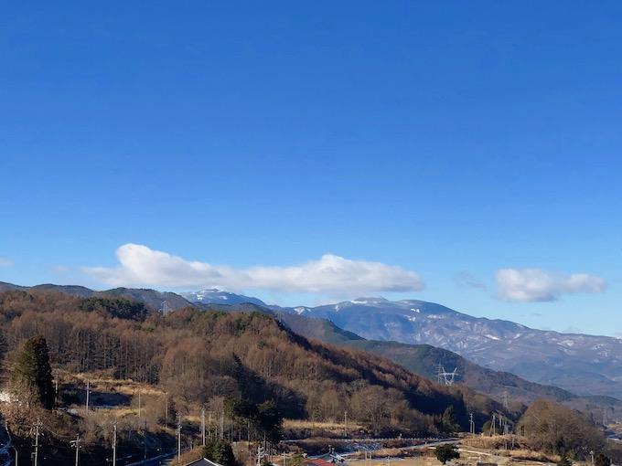 信州の山並みを眺めながら