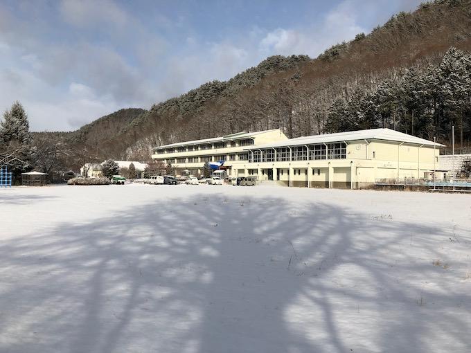 朝は雪となった大日向