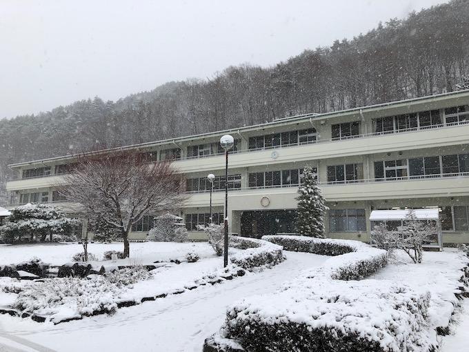 雪の中で迎えた初めての入学を祝う会