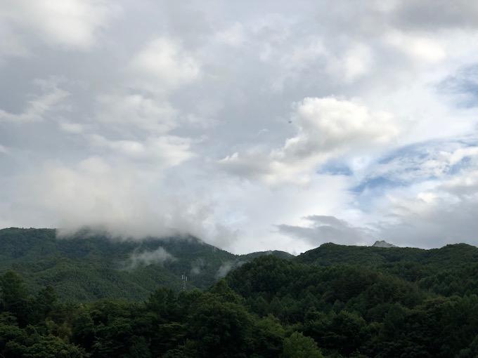 梅雨空と茂来山