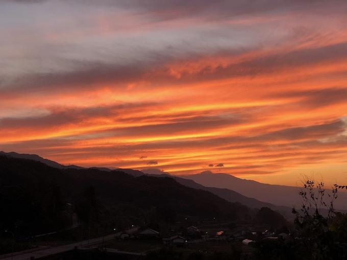 美しい夕焼けと今日という一日