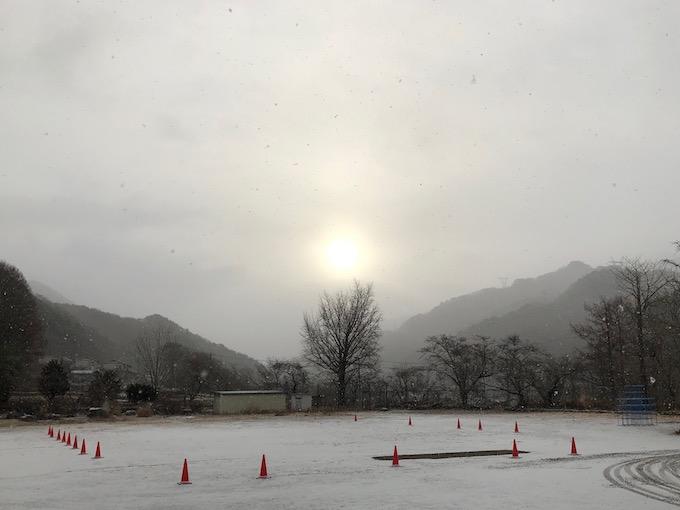 初雪が降った金曜日の朝