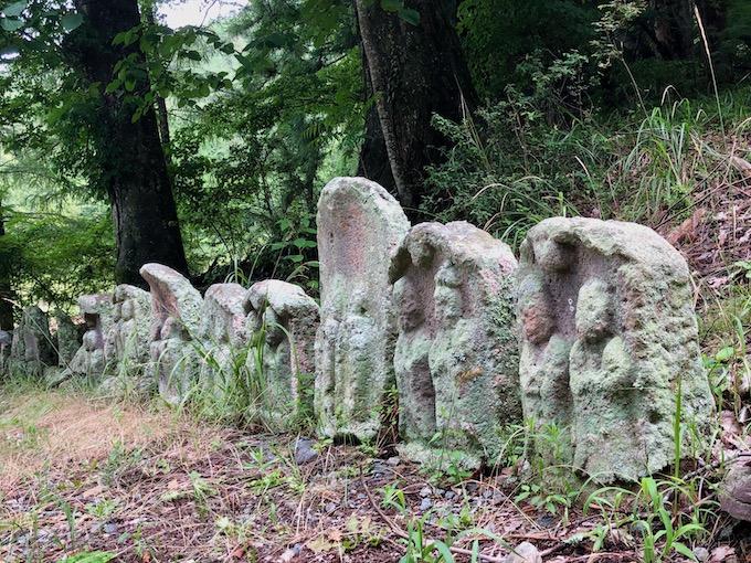 新海三社神社へ