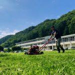 初の芝刈り作業にチャレンジ