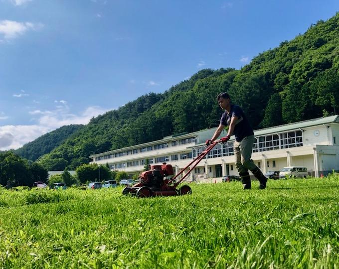 初の芝刈りにチャレンジ