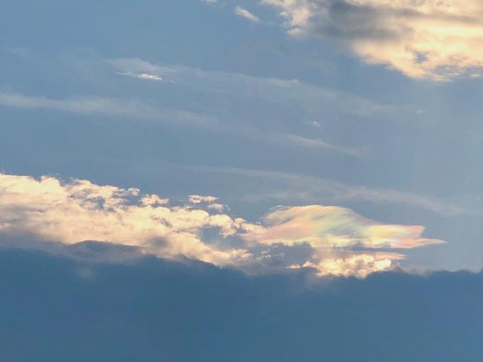夕方に彩雲が表れた