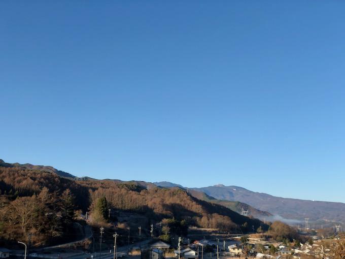 蓼科山に雪が見える時期だね