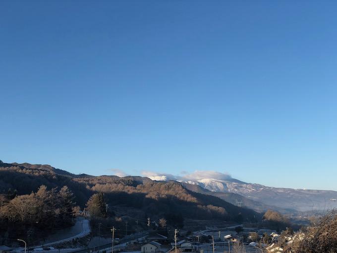 雪が降った翌朝は青空だ