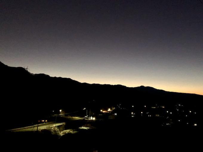 冬の夕暮れと蓼科山