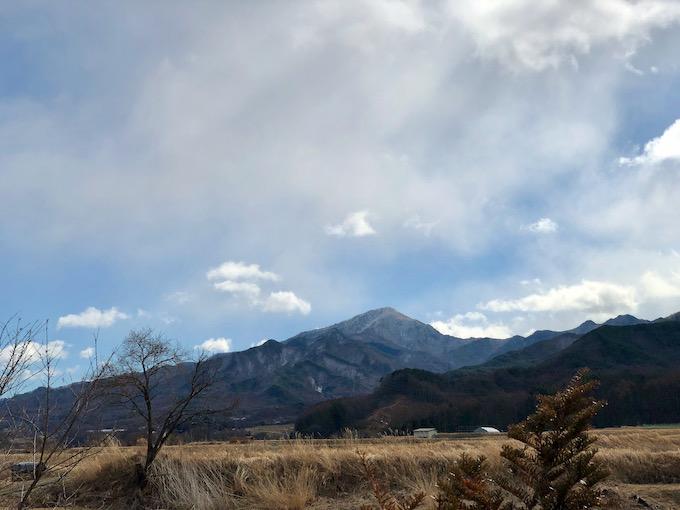 茂来山を眺めつつ校外で