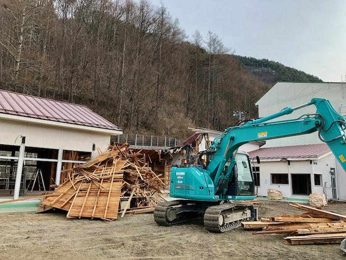 細心の注意で旧大日向保育園の解体は進む